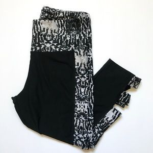 Marika| Black and White gym leggings Size M